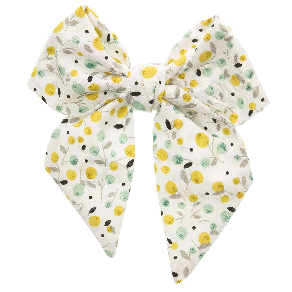 Beautiful hair bow in a delicate yellow and mint floral pattern, a unique handmade piece! Approximately 12 x 10 cm long and secured to 5.5 cm snap hair clip. This bow adds a perfect touch to any outfit!