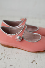 The sweetest Patent Leather Mary Jane Shoes in a beautiful bright colour and elegant silver trimming details! Made with the finest locally sourced Spanish leather, butterly soft and amazing quality! Wholesale. Girl shoes. Flower girl. Special occasions. Made in Spain.