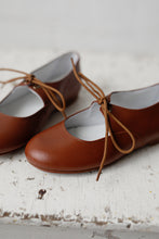 The most beautiful Mary Jane shoe design! Handmade with the highest quality leather in a lovely neutral tan colour and matching cotton laces. Girl shoes. Wholesale. Made in Spain.
