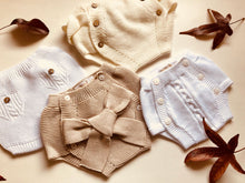 Adorable baby bloomers with a big bow, knitted in beige colour with 100% of the softest cotton.