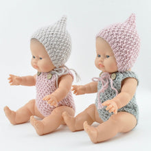 This cosy, textured knitted romper is hand knitted in Europe, specially designed for the 38 cm dolls, but can fit dolls around 34 - 40cm (13 - 15 inch) Miniland, Minikane, Paola Reina Gordis etc.