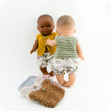 This cosy, textured doll vest is hand knitted in Europe, specially designed for the 38 cm dolls, but can fit dolls around 34 - 40 cm (13 - 15 inch) Miniland, Minikane, Paola Reina Gordis etc, has beautiful details and presents a wooden button at the front to facilitate dressing the doll, just adorable!