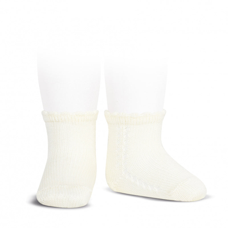 Perle cotton side openwork short socks in cream colour. They are a must for your little one's wardrobe. Condor. linen. beige short socks