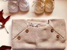Sweet knitted jumper with wooden buttons in a beautiful beige colour.
