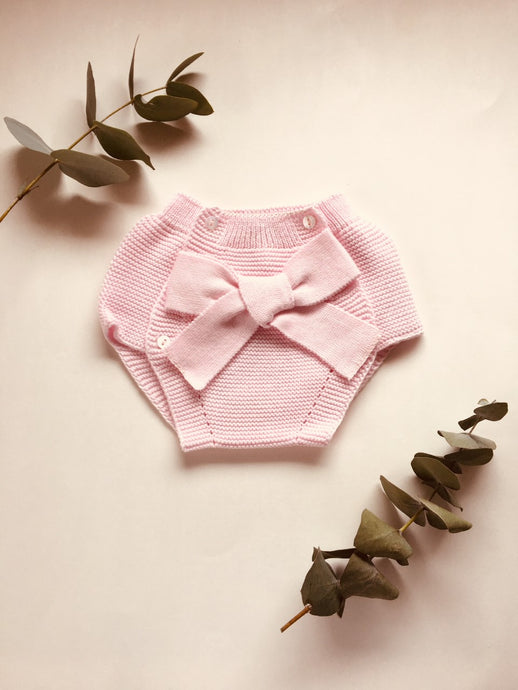 Adorable baby bloomers with a big bow, knitted in blush pink colour with 100% of the softest cotton.