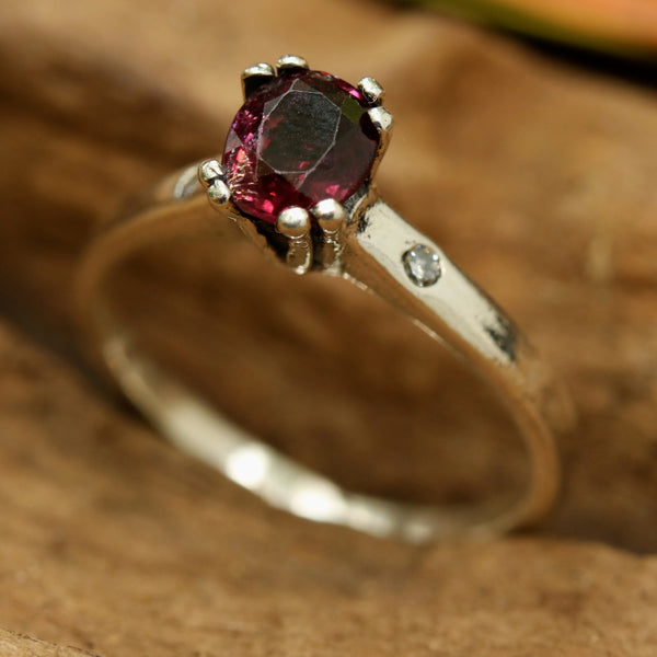 Red spinel oval faceted ring in prongs setting and diamond side set with sterling silver band - Metal Studio Jewelry