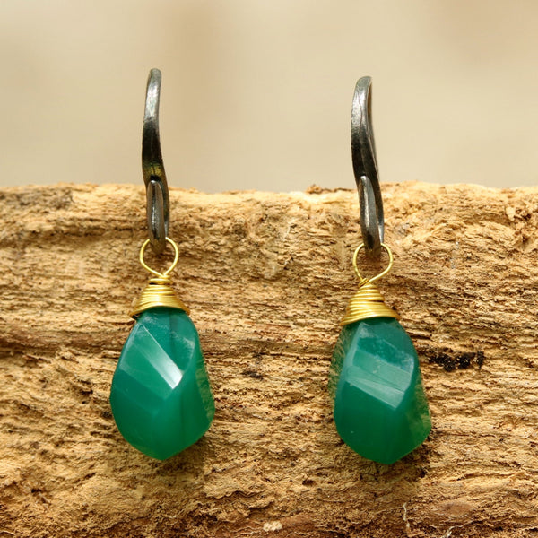 Green onyx drops twist faceted earrings with oxidized sterling silver hooks - Metal Studio Jewelry