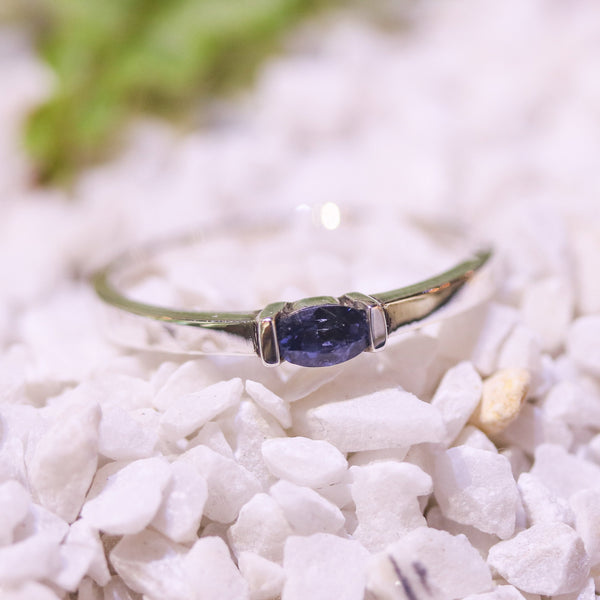 Wedding band with faceted spinel gemstone