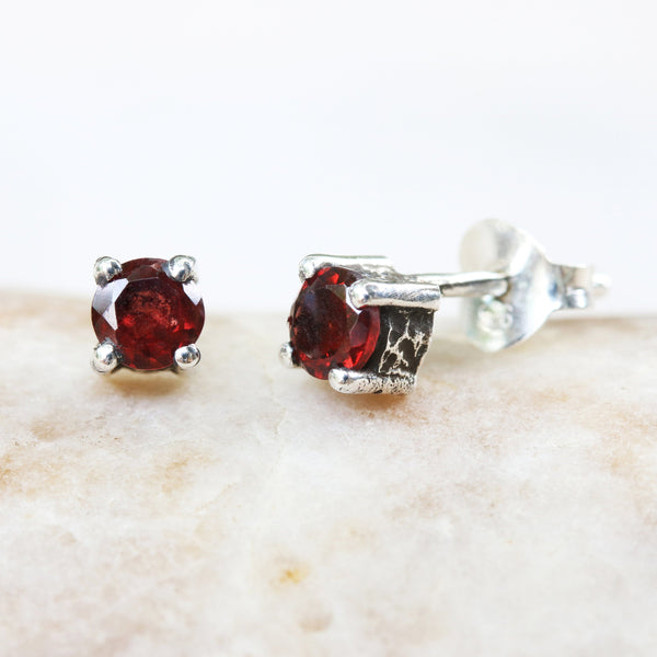 Sterling silver stud earrings with faceted garnet in prongs setting with sterling silver post and backing(FBA)