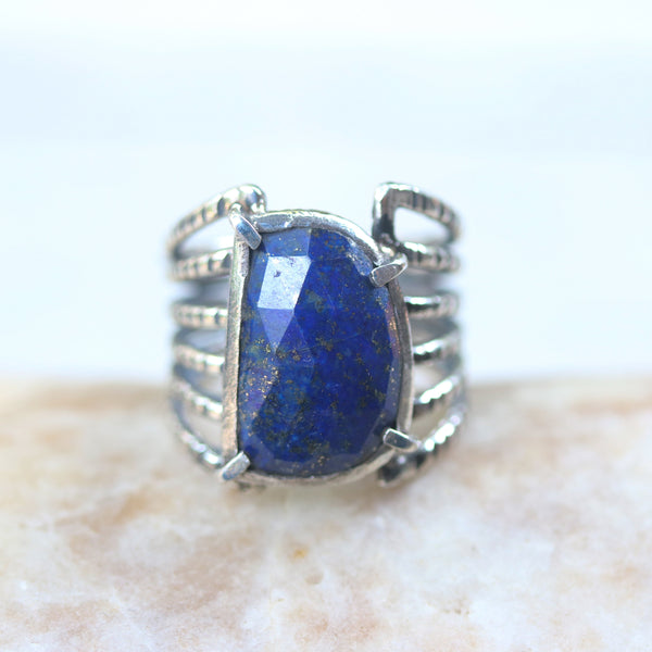 Faceted D shape Lapis Lazuli ring in silver bezel and prongs setting - Metal Studio Jewelry