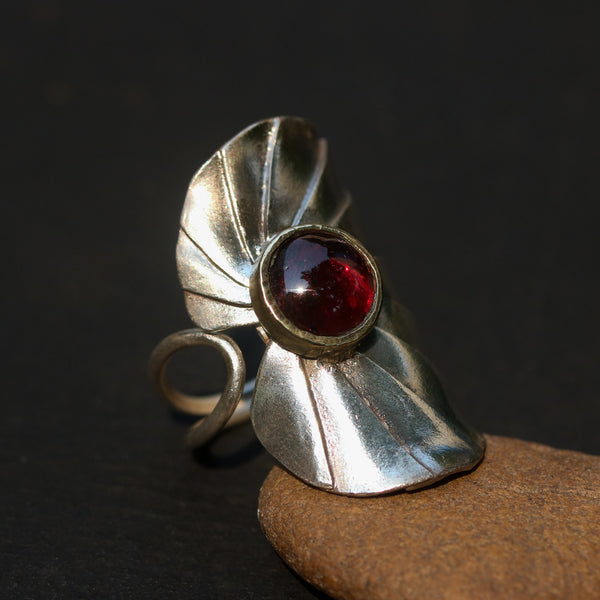 Sterling silver Lotus leaf shape ring decorate with round garnet in brass bezel setting