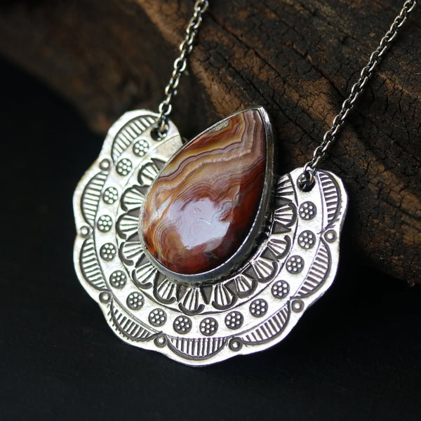 Teardrop cabochon Lace agate necklace in silver bezel setting with silver fan engraving textured - Metal Studio Jewelry