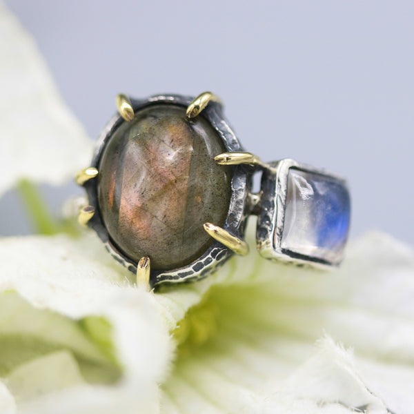 Oval olive green labradorite and moonstone ring in silver bezel and brass prongs setting - Metal Studio Jewelry