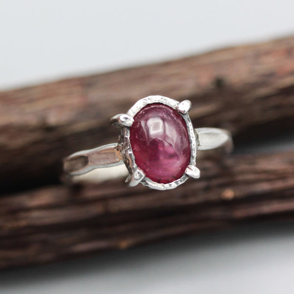 Sterling silver hammer band ring with red ruby cabochon in bezel and prongs setting - Metal Studio Jewelry