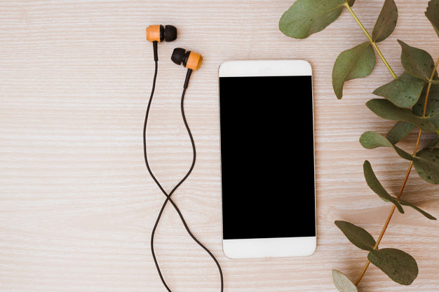 Top 5 Podcasts to Listen for Unwinding Before Bed