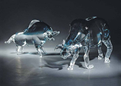 Large and small bulls in Murano crystal