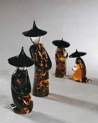 Chinese figurines in speckled amber