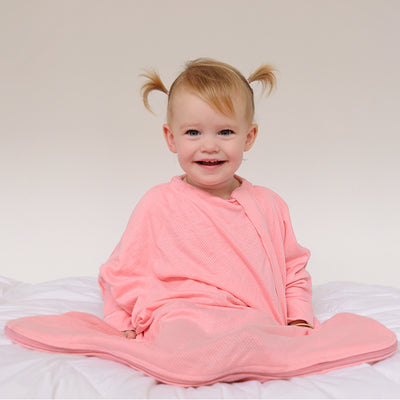 Sleepy Hugs, sleeping baby, swaddle transition, baby loves sleep, startle reflex, baby sleeping bag, baby blanket, baby swaddle