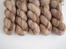 【SALE】LJP Polwarth 4-ply:  sample(beige)
