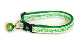 Pretty Shamrocks on Cream Cat Collar