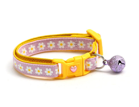 White Daisies on Light Purple Cat Collar