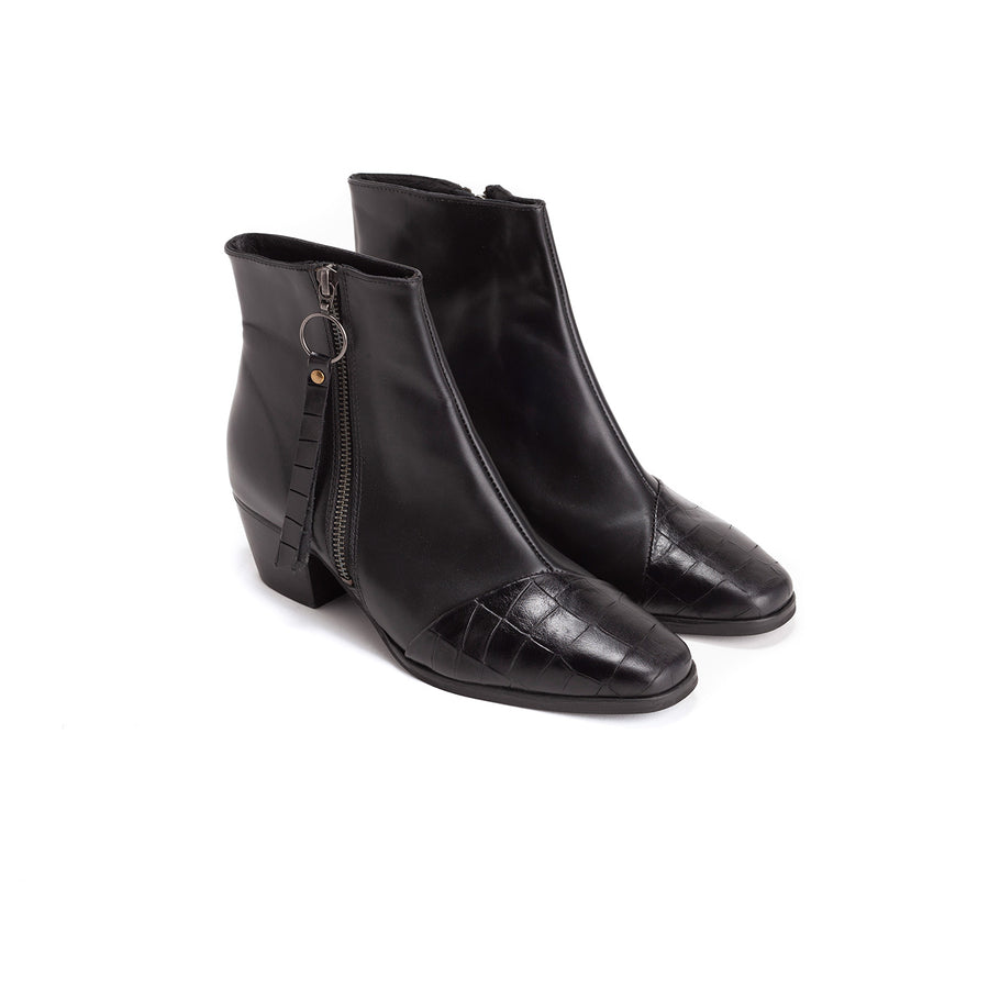 Janis - Classic Black Leather Boots