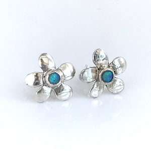 Flower studs with opal