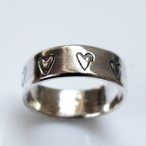Hearts silver band ring