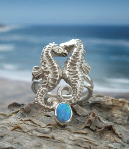 Seahorses ring with opal