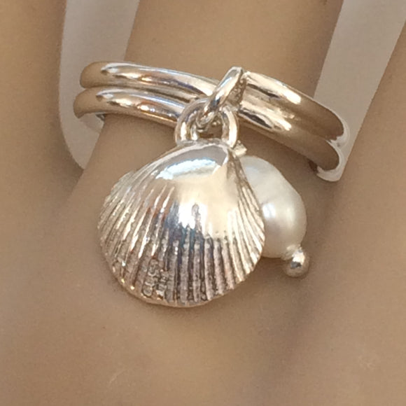 Cockle and pearl charm ring