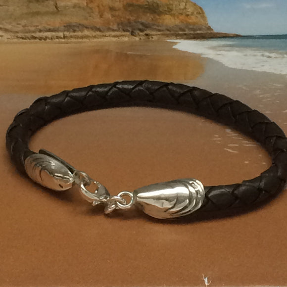 Leather mussel shell clasp bracelet by Pa-pa