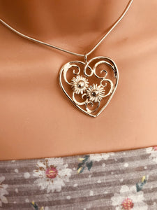 Daisy heart necklace