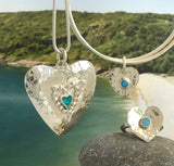Silver heart necklace with pebbles and opal