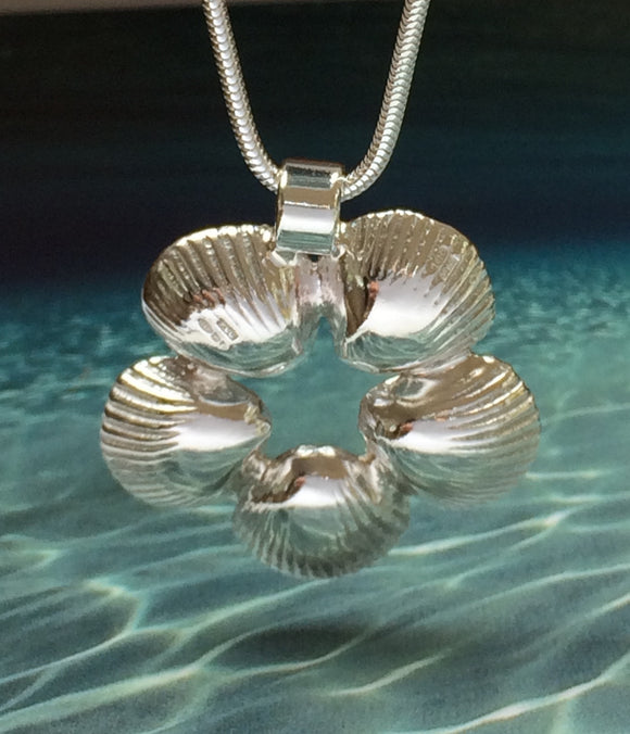 Cockle shell flower necklace by Pa-pa