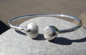 Cockle shell cuff bracelet