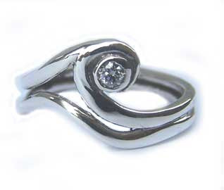 Wave ring with gemstone