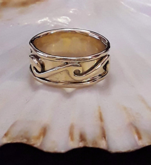 Wave spinner ring