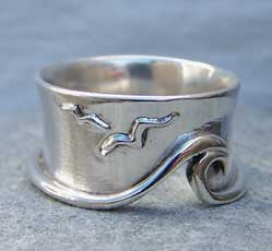 Wave and seagulls ring