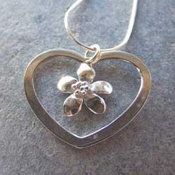 Flower heart necklace by Pa-pa Jewellery