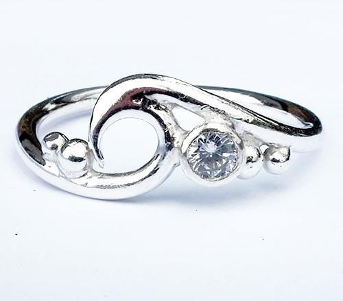 Wave ring with Cubic zircona