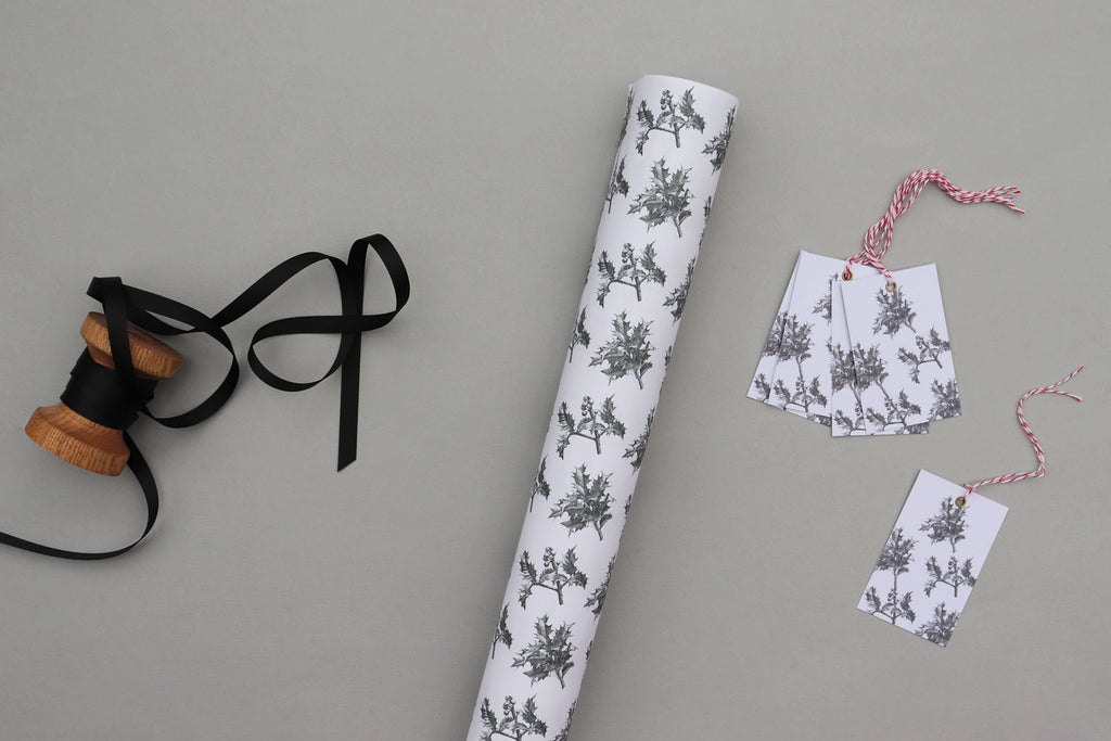 HOLLY WRAPPING PAPER BUNDLE