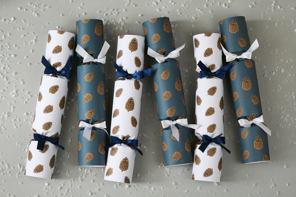 6 Christmas crackers with pine cones design | Nancy & Betty Studio