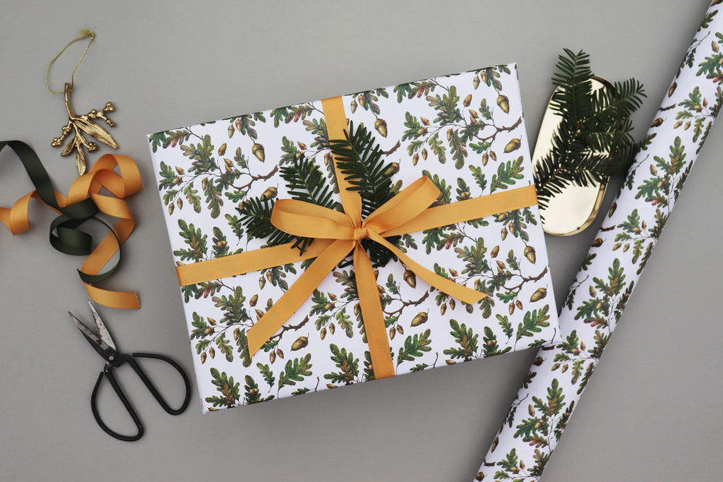 OAK LEAVES & ACORNS CHRISTMAS WRAPPING PAPER