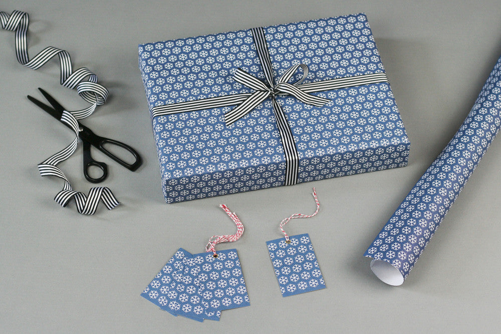 SNOWFLAKES CHRISTMAS WRAPPING PAPER