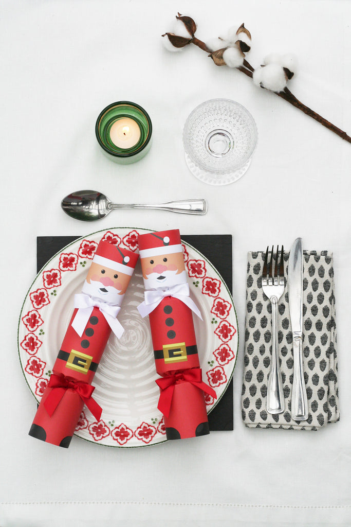 6 Christmas crackers with father christmas design | Nancy & Betty Studio. Luxury. Unusual gift. Handmade. Made in the UK. Best. High End. red.