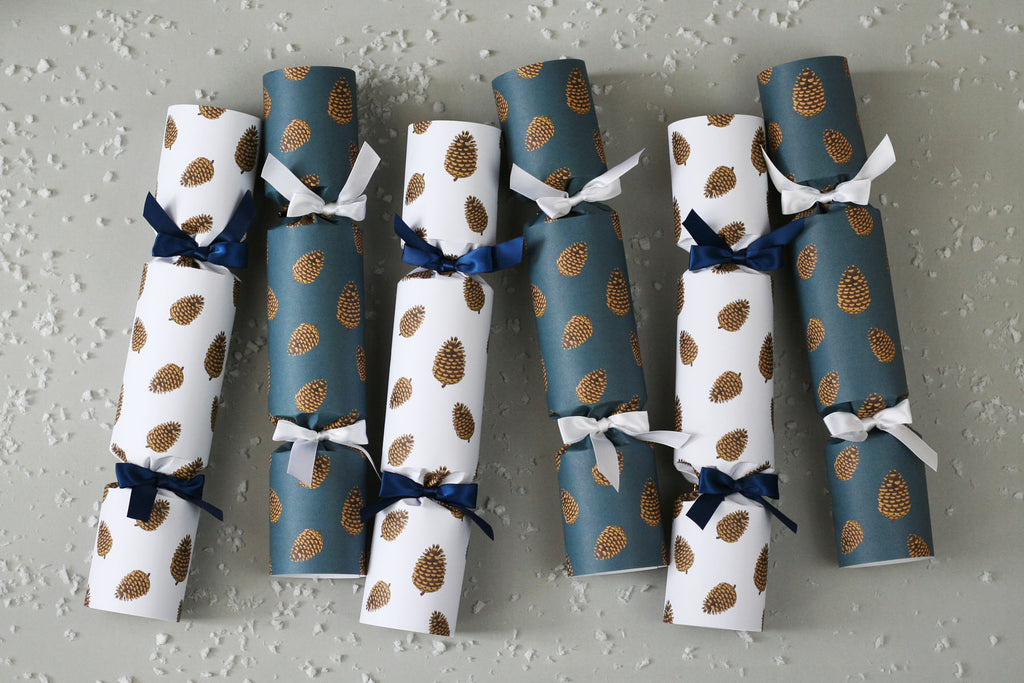PINE CONES LUXURY CHRISTMAS CRACKERS