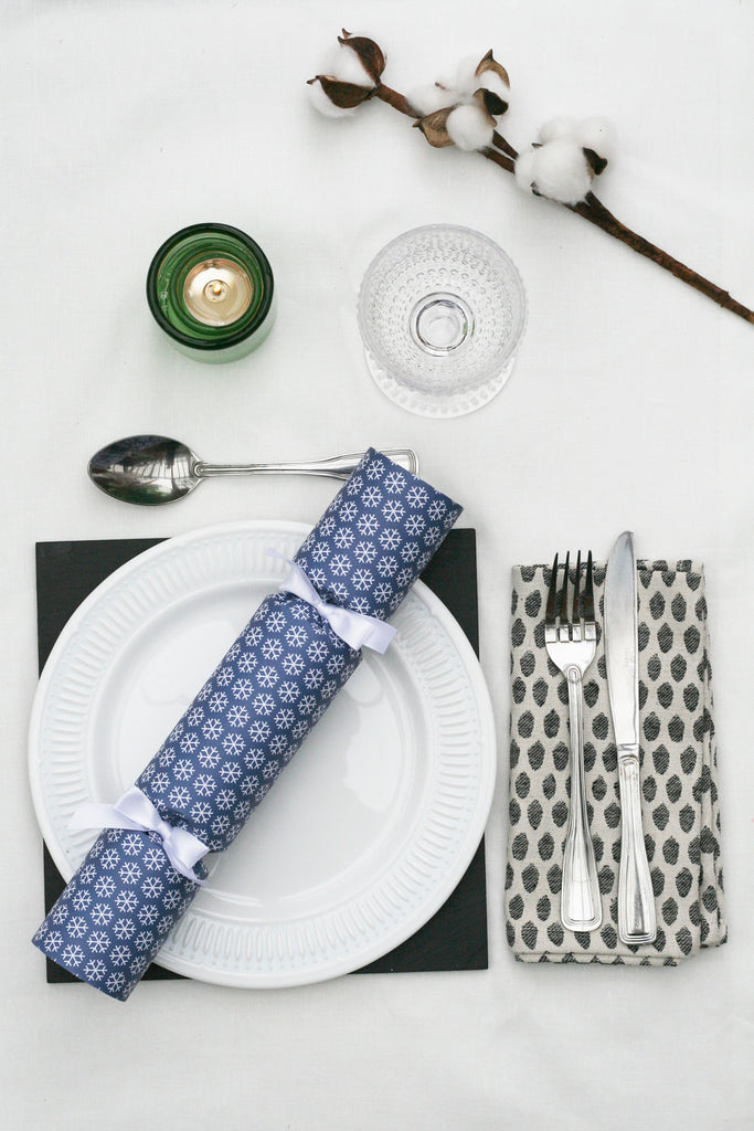 6 Christmas crackers with snowflake design | Nancy & Betty Studio luxury high end fancy posh quality blue white ribbon