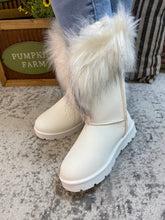 White Boots With The Fur 9/15/20 5565