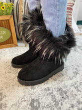 Black Boots With The Fur 9/15/20 5566