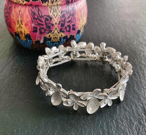 Floral Bead Elasticated Bracelet - VzCollection